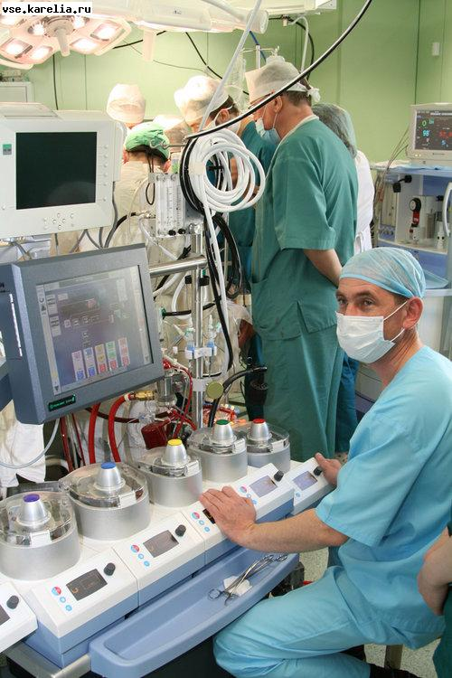 В Санкт-Петербурге показательные кардиохирургические операции по поводу врожденных недугов у детей организует Бакулевский кардиоцентр
