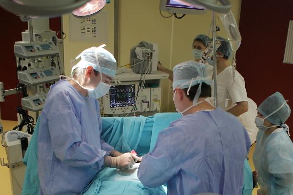Красноярские кардиохирурги первыми в России провели уникальные операции
