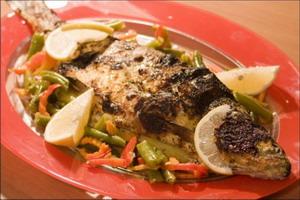 Печёная рыба может защитить здоровье женского сердца