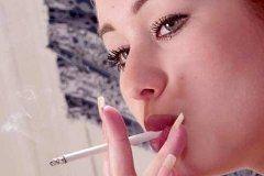 Для женского сердца курение опасно вдвойне!
