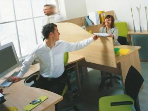 Риск онкологических заболеваний кишечника удваивает сидячая работа в течение 10 или более лет