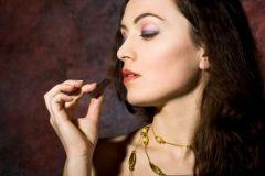 Шоколад защищает женщин от инсульта
