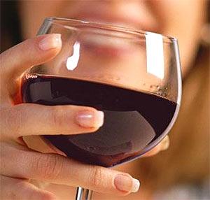 Выпивающие женщины лучше справляются с сердечными приступами