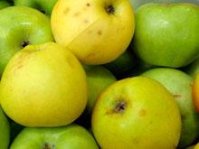 Доказано: обычные яблоки способны заменить целую гору БАДов
