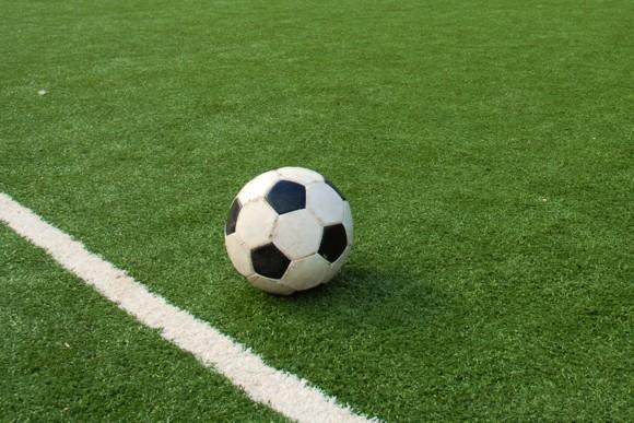 Игра в футбол мужчин спасет от смерти