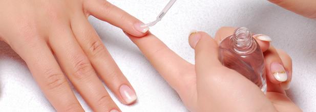Ультрофиолетовые лампы в процессе наращивания ногтей.
