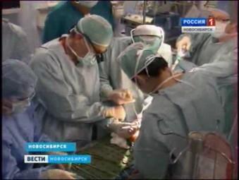 Новосибирские хирурги имплантировали пожилой женщине бесшовный сердечный клапан
