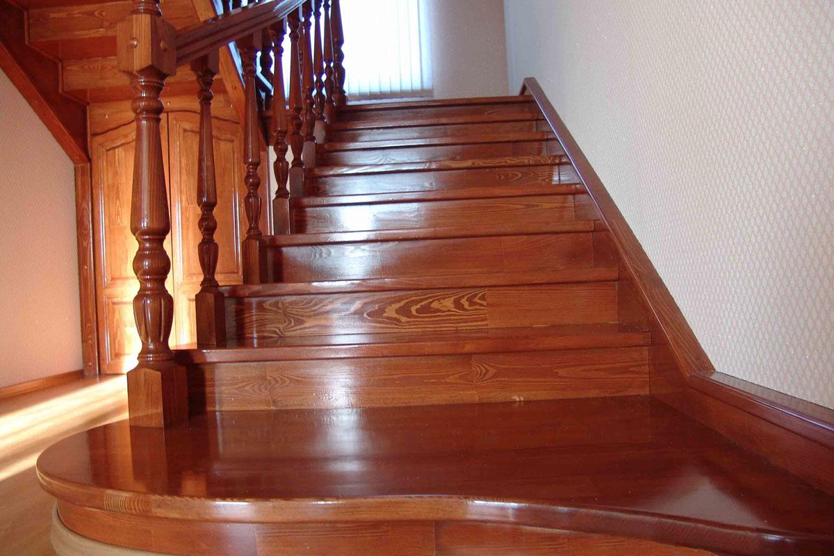 Деревянные лестницы от компании «Альменда»