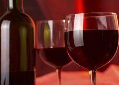 Полифенолы в красном вине оберегают сердце