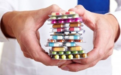 Принимаем лекарства правильно: меры предосторожности