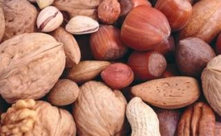 Любые орехи помогают сердцу оставаться в форме