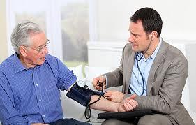 Высокое артериальное давление в пожилом возрасте, причины, симптомы, профилактика