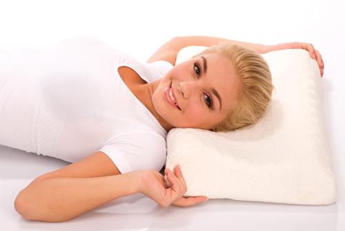 Полезные свойства ортопедических подушек для шеи