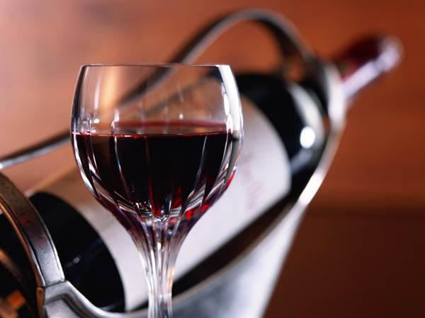 Оказывается, что красное вино может спасти от инфаркта и инсульта