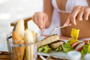 Названа идеальная диета для защиты от гипертонии