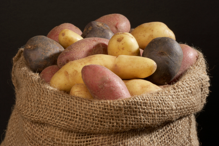 Красный картофель снижает давление и не ведет к полноте
