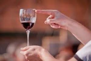 Врачи посоветовали диабетикам пить вино для здоровья сердца