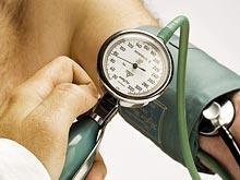 Измерять давление нельзя только на одной руке, говорят медики