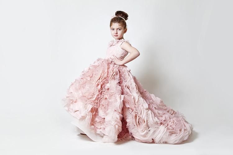 Правильно подбираем детские платья!