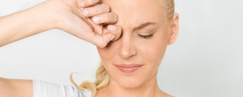 Болит глаз, причины
