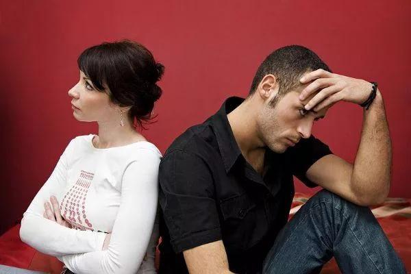 Неуверенность в отношениях с партнером приводит к инфарктам и инсультам