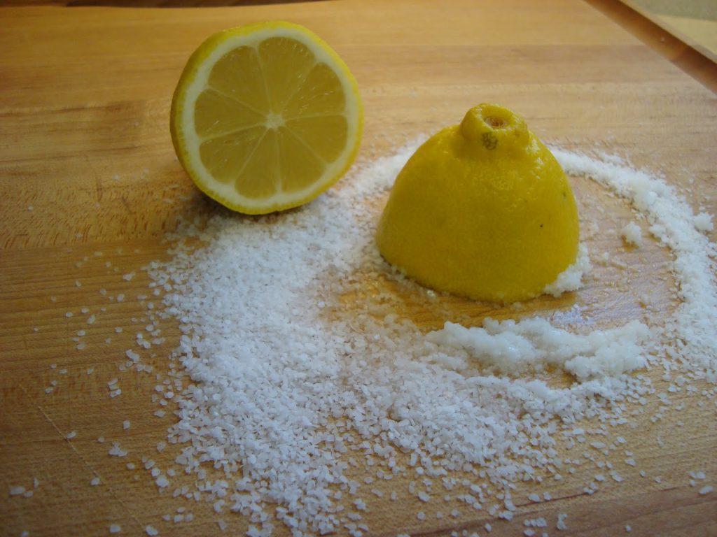 Лимоны с солью хорошо снижают кровяное давление и еще крайне полезны для этого