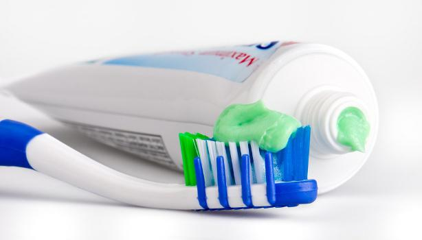 В это сложно поверить, но многие не знают как правильно ухаживать за зубами? Узнай как же правильно это делать!