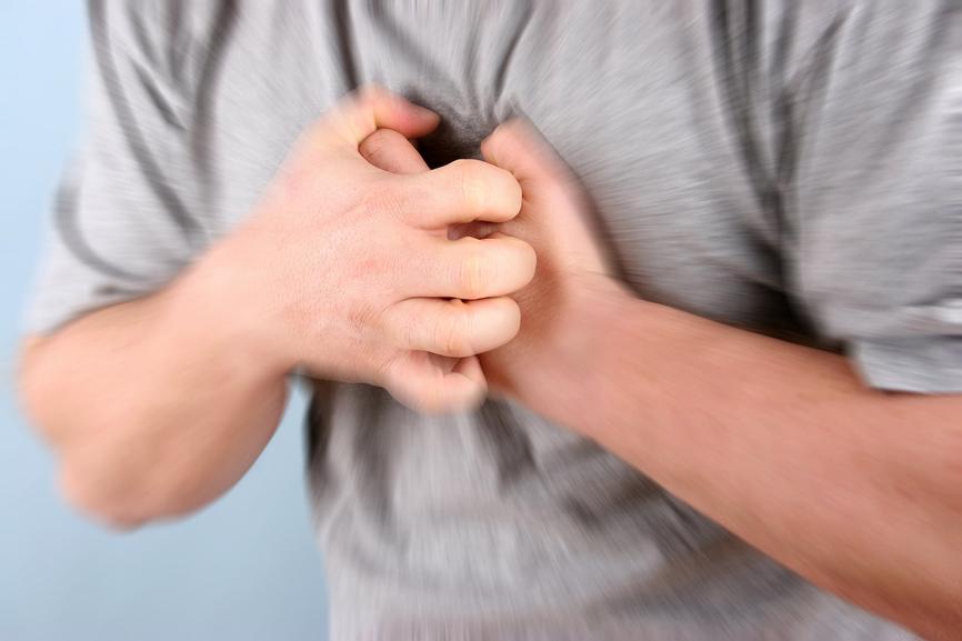 Будьте внимательны: врачи назвали 5 верных симптомов сердечного приступа