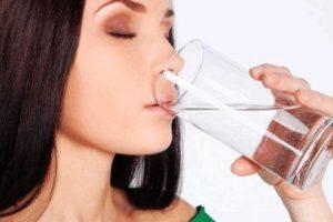 Сколько нужно пить воды при повышенном давлении