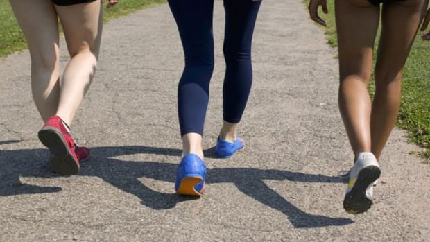 Полчаса быстрой ходьбы каждый день снижают риск смерти от болезней сердца