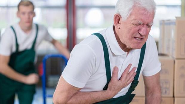 Мужчины начинают страдать от сердечного приступа на 10 лет раньше женщин
