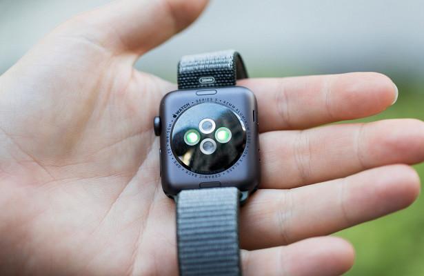Apple Watch научили выявлять гипертонию и апноэ во сне
