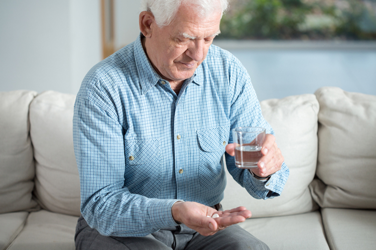 Только 42% пациентов продолжают пить необходимые лекарства после инфаркта