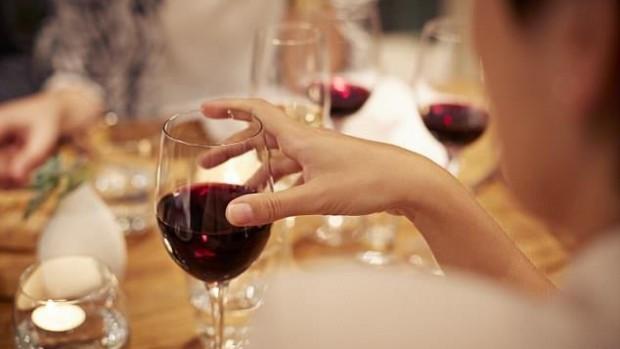 Умеренное употребление спиртного защищает сердце и позволяет дольше жить