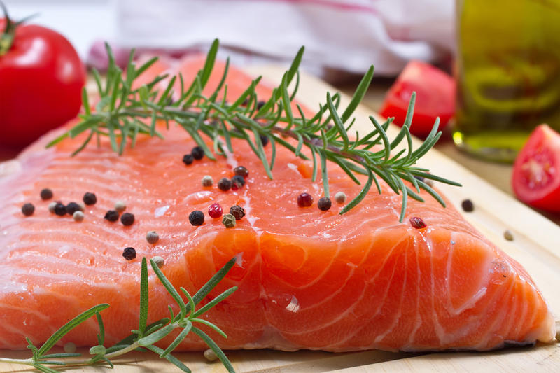 Жирная рыба критически важна для сохранения здоровья