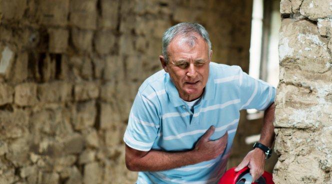 Врачи рассказали, как отличить инфаркт от инсульта