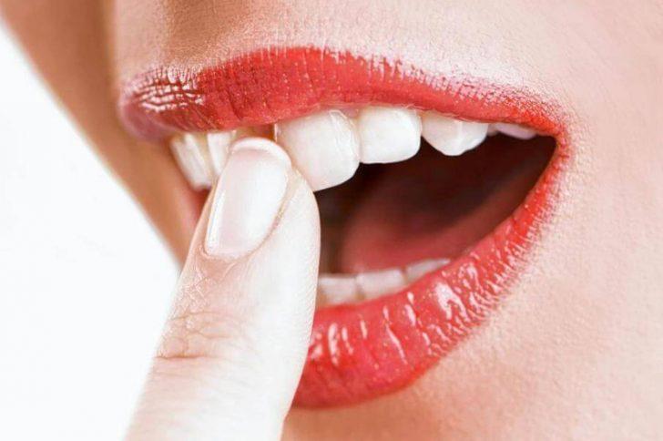 Потемнел и болит зуб