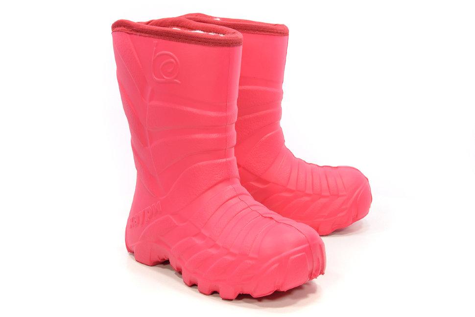 Какие имеют преимущества детские зимние сапоги из материала EVA?