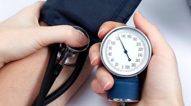 Повышенное кровяное давление ускоряет старение головного мозга