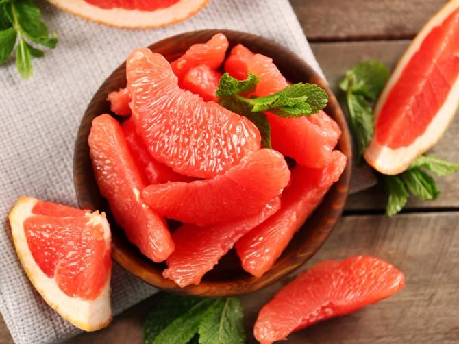 Врачи назвали фрукт, очищающий сосуды от холестерина
