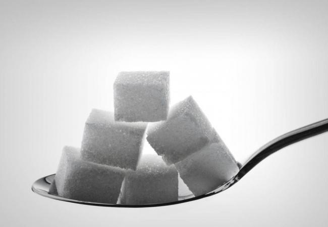 Ученые сообщили о смертельной опасности сахара