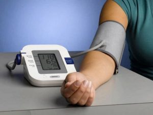 Повышенное давление в пожилом возрасте может снижать риск смерти, заявили немецкие врачи