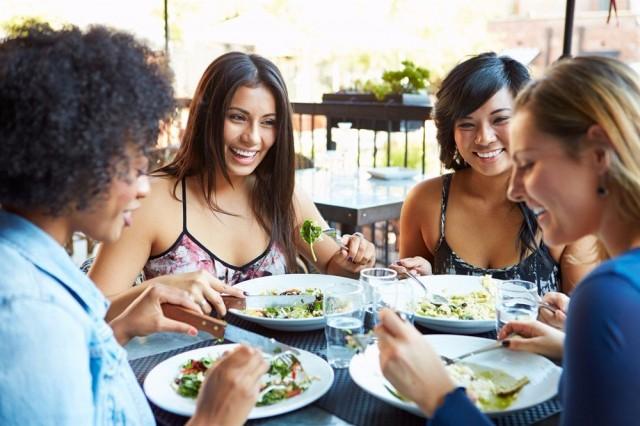 Поздний ужин убивает: ученые доказали, почему неправильное питание увеличивает риск инфаркта