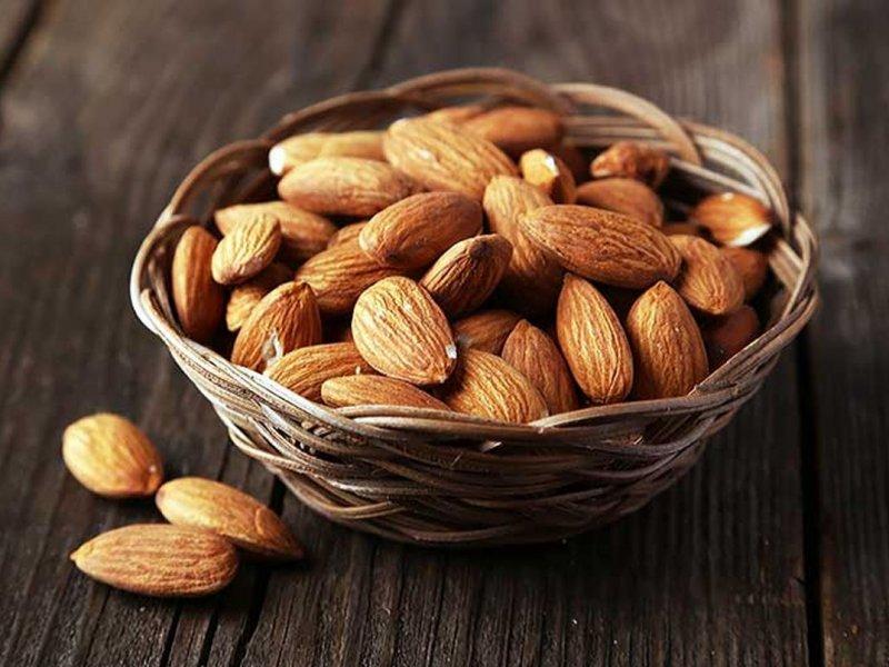 Ежедневные несколько орехов миндаля помогают понизить холестерин