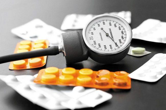 Таблетки для снижения давления могут быть опасны: врачи предупреждают