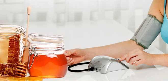 3 народных рецепта с мёдом при высоком давлении