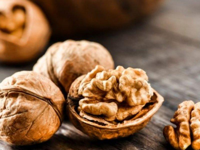 Употребление грецких орехов эффективно способствует снижению артериального давления