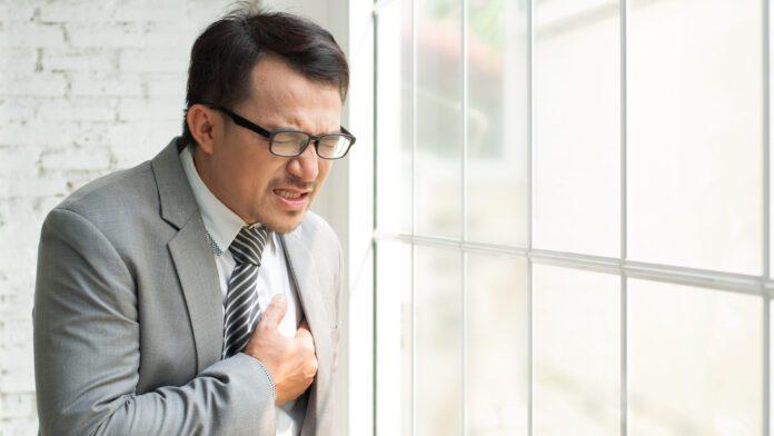 Врачи назвали симптомы, которые предупреждают о возможной остановке сердца