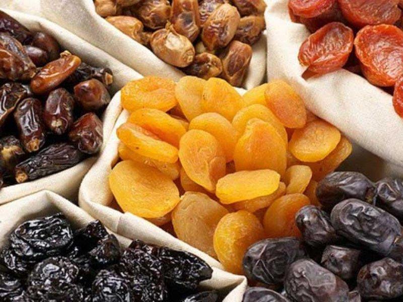 Не помогают худеть и повышают сахар в крови: диетологи о вредной стороне сухофруктов