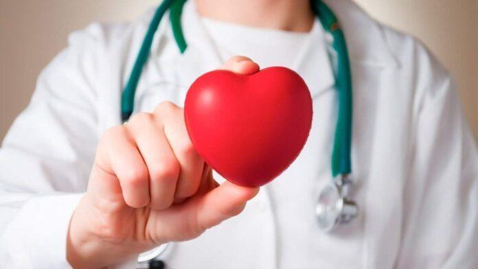 Медики рассказали, как обезопасить сердце в летнюю жару